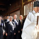 Cabinet members at Yasukuni