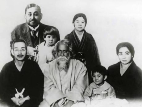 From bottom left, Aizo Soma (Bose's father-in-law), Tagore, Bose's son, Kokko Soma. Top - Bose, Toshiko.