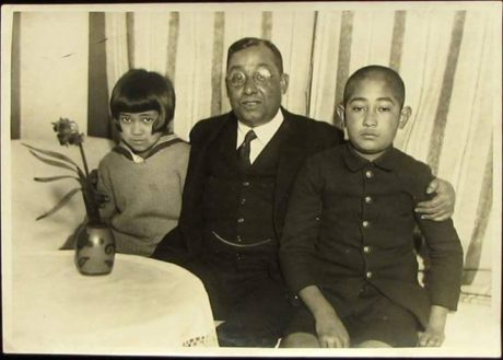 Bose and the two children he had with Toshiko Soma